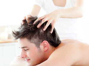 Massage capillaire repousse cheveux